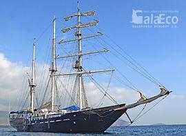 La mejor manera de conocer Galapagos es viajando en Velero Mary Ann