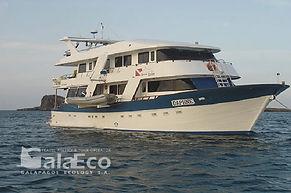 La mejor manera de disfrutar de Galapagos es navegando en el Yate