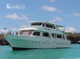 La mejor manera de disfrutar de Galapagos es navegando en el Yate Aida María