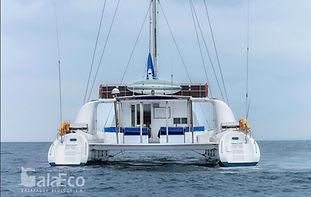La mejor manera de conocer Galapagos es viajando en barco Catamaran Nemo