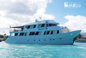 La mejor manera de disfrutar de Galapagos es navegando en el Yate Yolita