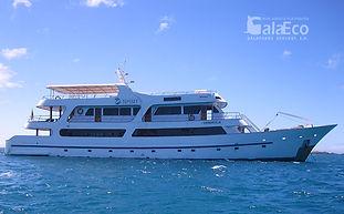 La mejor manera de conocer Galapagos es viajando en el yate Odyssey