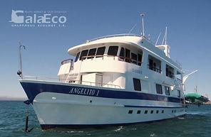 La mejor manera de disfrutar de Galapagos es navegando en el Yate Angelito