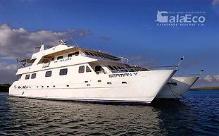 La mejor manera de conocer Galapagos es viajando en el Catamaran Seaman