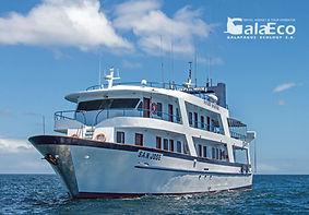 La mejor manera de disfrutar de Galapagos es navegando en el Yate San José