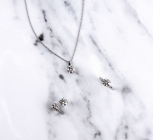 alternative to diamond gift set with ring, stud earrings and pendant with 4 claw setting