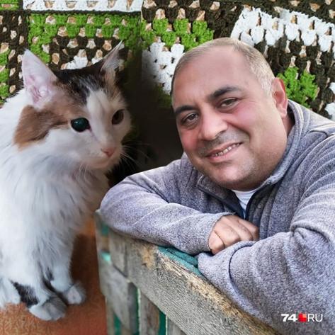 Карен Даллакян и кот Лёша, спасший на пожаре пожилую хозяйку, номинированы в международном конкурсе о животных