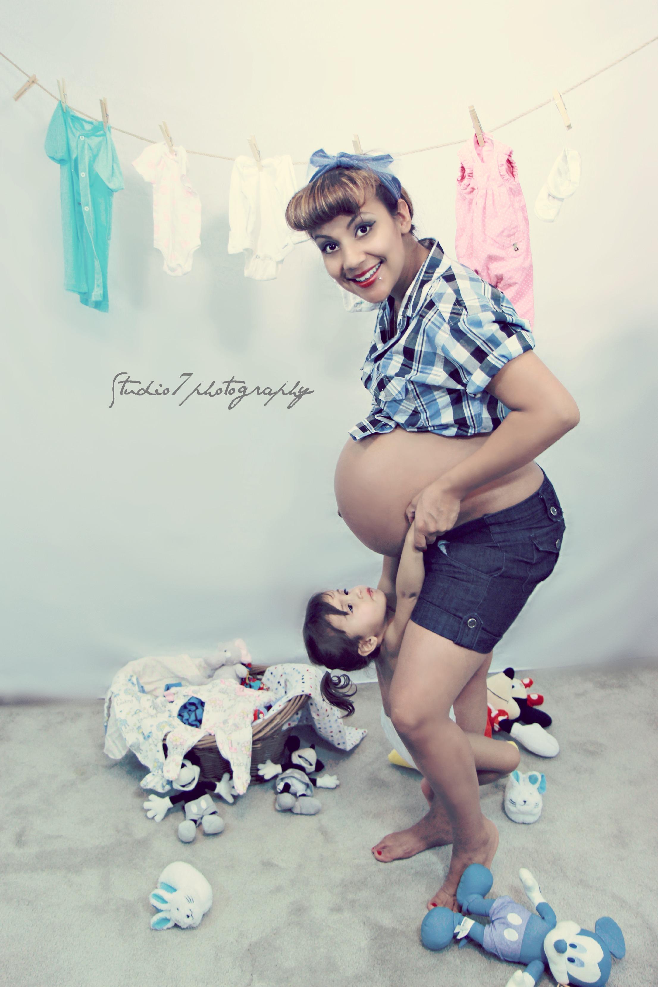 Eladia pregnancy shoot 526.jpg