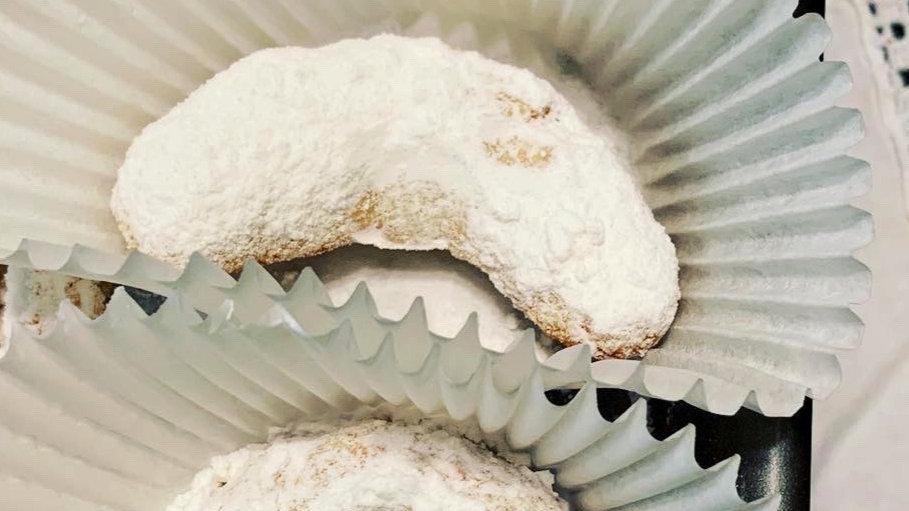 Kourabiedes (Greek Sugar Cookies)