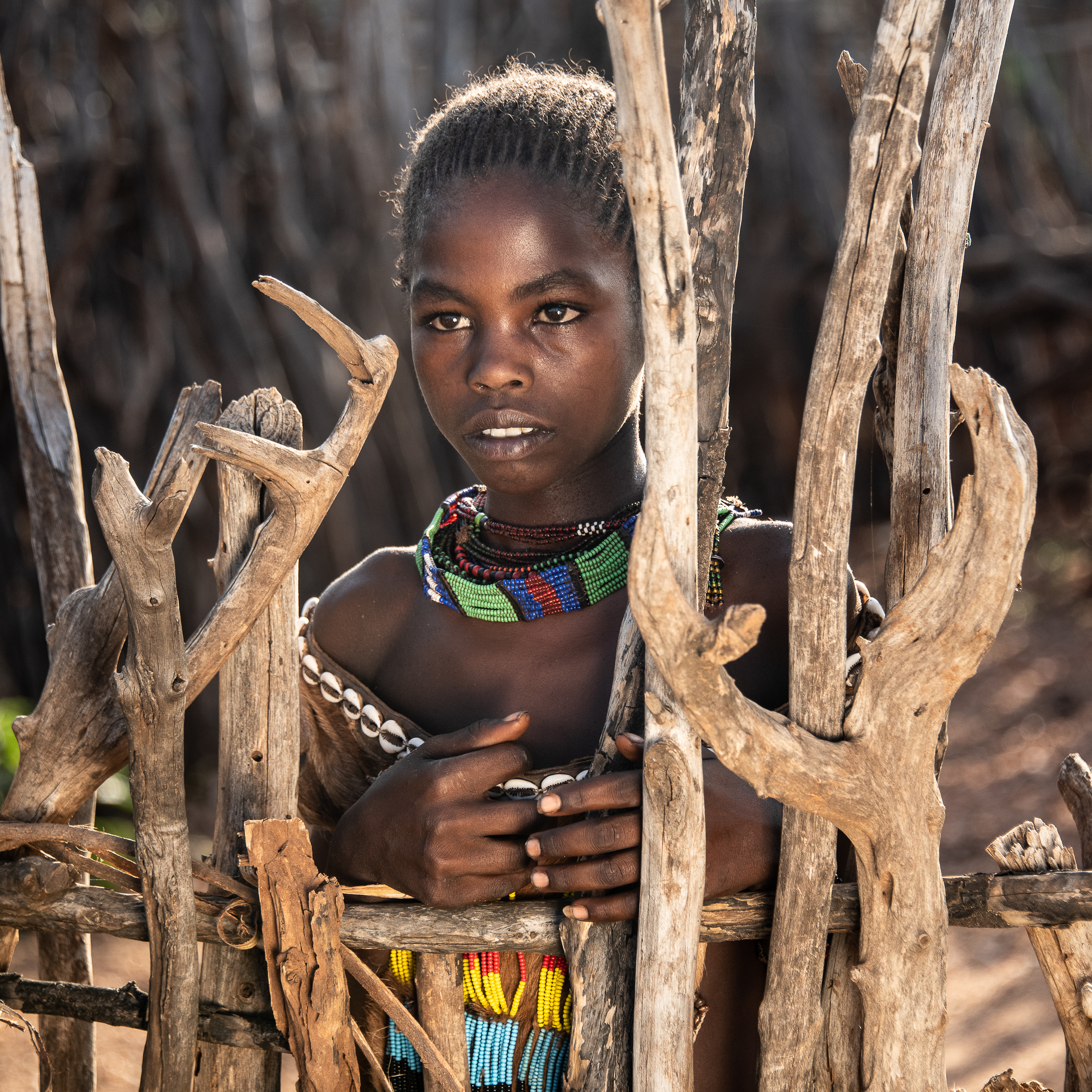 Hammar Tribe Girl Behind Gate-3965