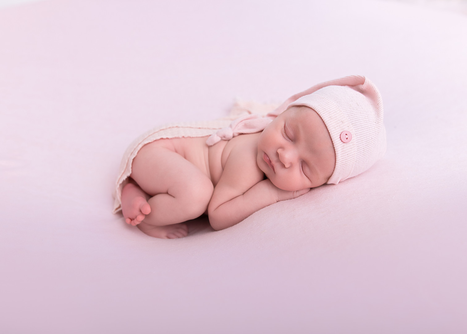Cecily Newborn-21.jpg