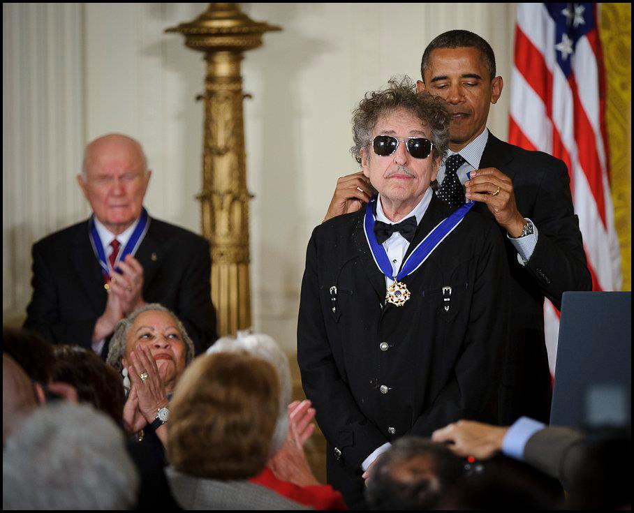 7 April 2008, Bob Dylan was the first rock star to win a Pulitzer -  Barack Obama awards the Presidential Medal of Freedom to Bob Dylan (2012) - blog Sound Identity