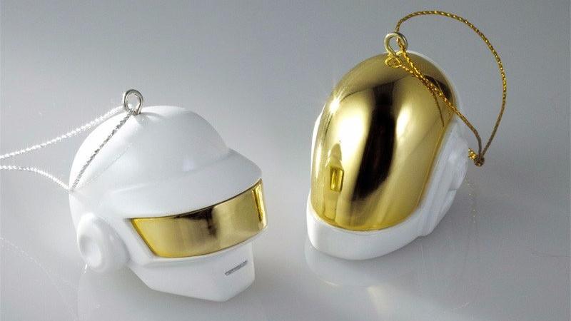 I Daft Punk si uniscono a noi per le festività natalizie - robot natale ornamenti - sound identity sound branding, marketing,