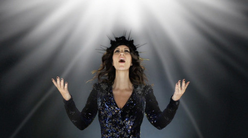 Laura Pausini styled by Nicolò Cerioni Stylist creative duo SUGARKANE - the music stylist - sound identity blog