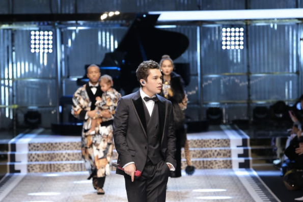 Austin Mahone sings for Dolce & Gabbana but they love Justin Bieber -  - #DGFW18 #DGRinascimento #realpeople#DGFamily #DGmillennials - SOUND IDENTITY MUSIC MATTERS SOUND BRANDING SOUND DESIGN AUDIO