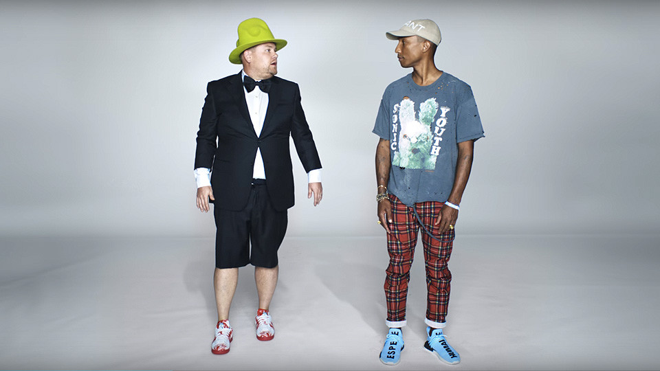 James Corden protagonista di un divertente spot per Apple Music con cameo di Pharrell - pubblicità, video divertenti, best advertising commercial comic video - music marketing sound branding, audio branding, sound design - Sound Identity music news blog music business