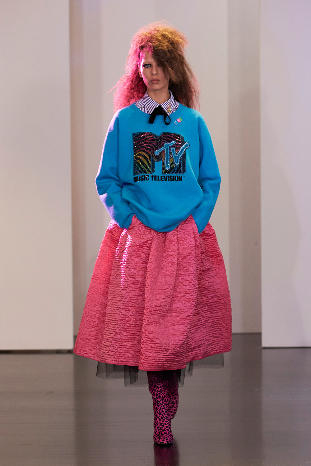 The fashion sounds wearing MTV - marc jacobs collection mtv logo - sound identity music blog musica audio branding sonic sound design music news