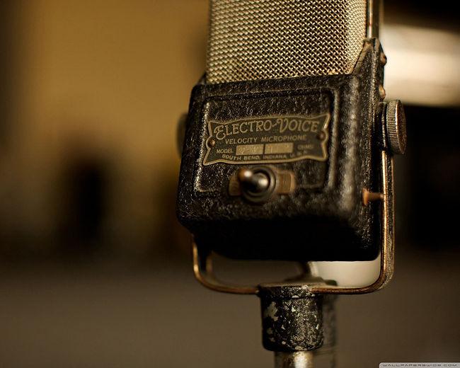 vintage-microphone-wallpaper-1.jpg