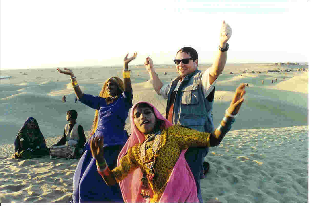 Jaisalmer Dune Dance Party.