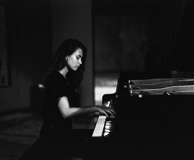 portrait piano Yasmine Meddour