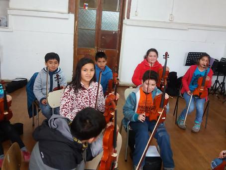 Orquesta infantil Escolar de Traiguen Primer Ensayo 2016.-
