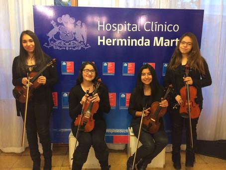 Violinistas se presentaron en Hospital Herminda Martín