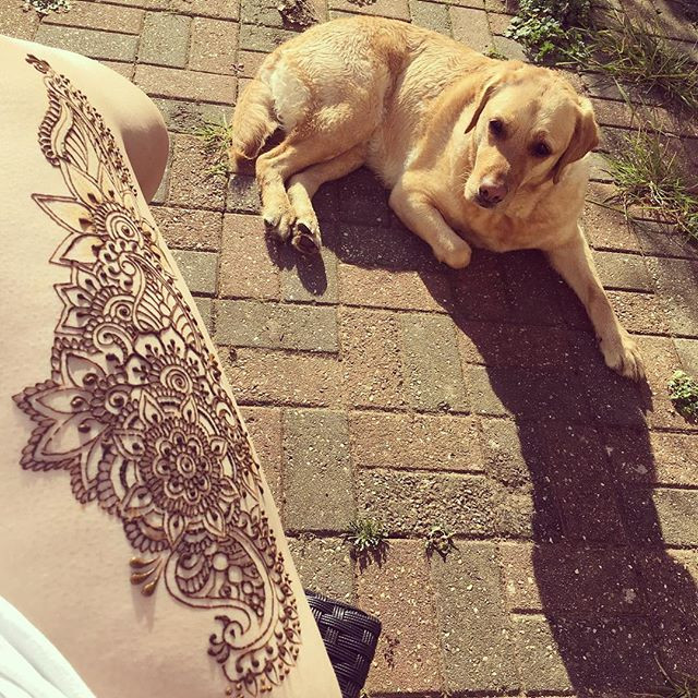 Henna Thigh