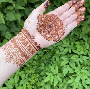 Rich stain from natural henna