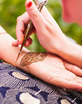 doing bridal henna- zara 1.jpg