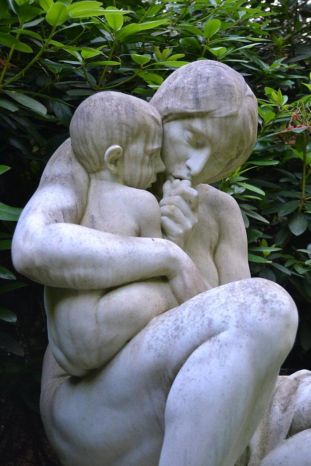 Frau mit Kind.JPG