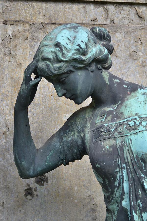 Friedhofskunst  Blaue Frau.JPG