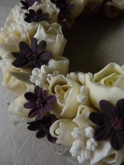 Chocolate cosmos & White Roses Wreat