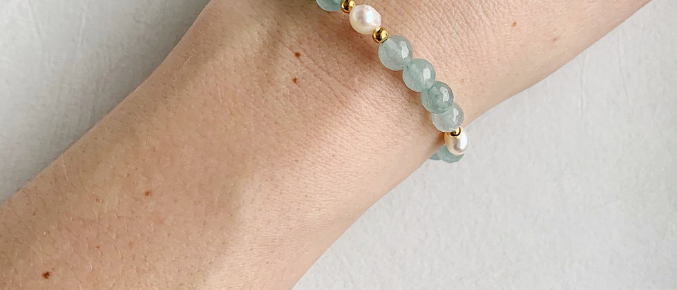 Freshwater Pearl Bracelet in Sea Glass