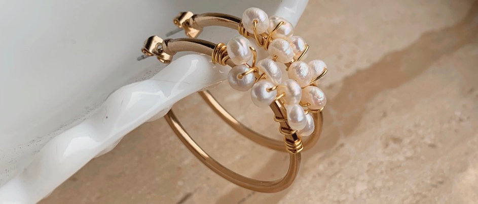 The Confetti Pearl 14k Gold Hoop Earrings