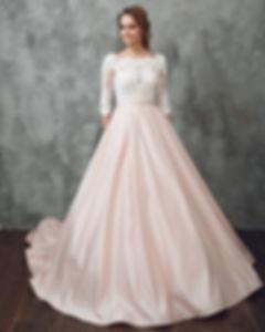Свадебное платье А-силуэта с атласной юбкой с потайными карманами и съемной кружевной маечкой