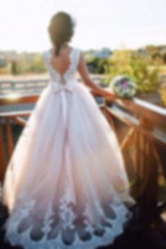 Свадебное платье А-силуэта с кружевной маечкой