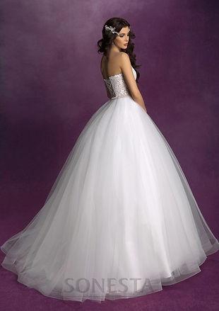 Свадебное платье А-силуэта с кружевным корсетом