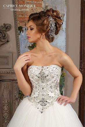 Пышное свадебное платье со стразами