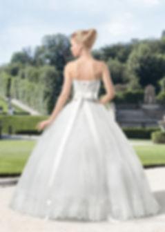 Пышное свадебное платье. Плотный свадебный атлас, евро-сетка, кордовые цветочные кружева, чашки push-up, корсетная шнуровка.