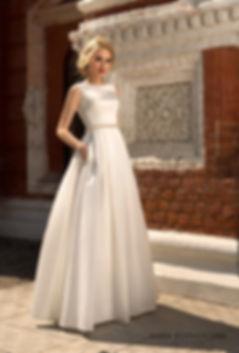 Атласное свадебное платье А-силуэта со шлейфом и карманами