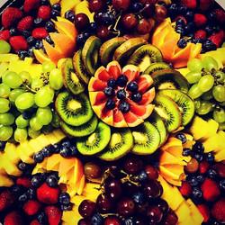 Plateau de fruits frais! 🍊🍓🍇🥝_#fruit