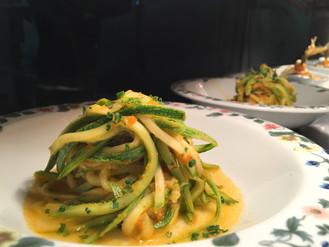Espaguete de abobrinha com molho de tomate e Chèvre