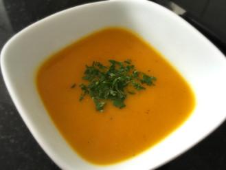 Sopa de cenoura cremosa com especiarias