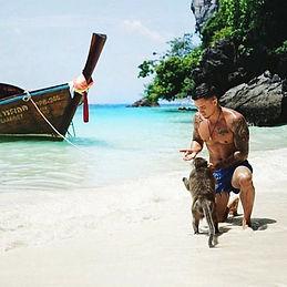Monkey Island, Ko Phi Phi 🐒_•_Monkeys o