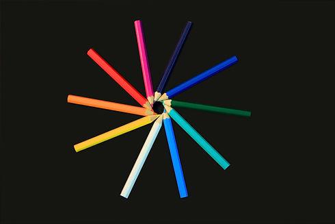 Cercle de crayons de couleur Slanted