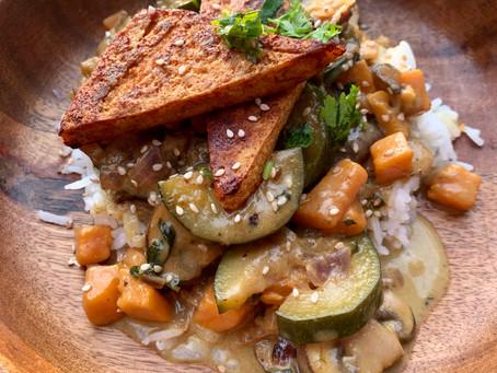 Süßkartoffel Curry mit crispy Tofu