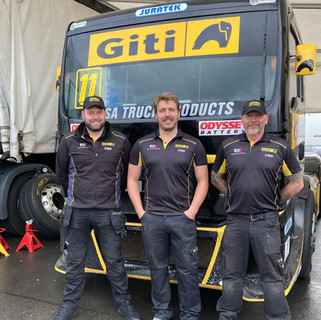 Team Oliver Racing 2020 (16).jpg
