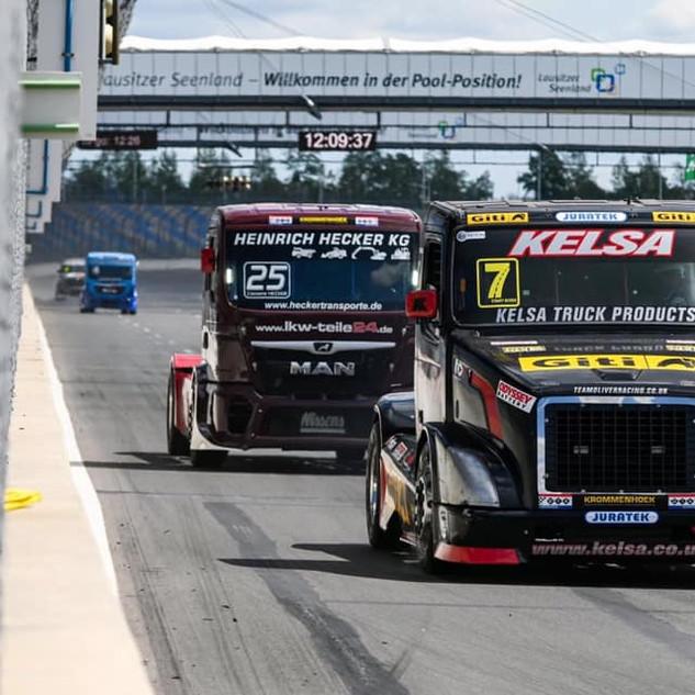 Team Oliver Racing 2020 (4).jpg