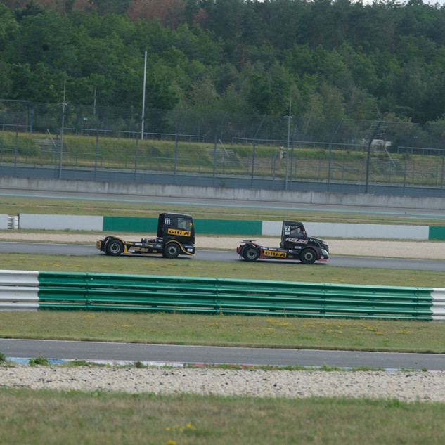 Team Oliver Racing 2020 (9).jpg