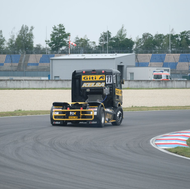 Team Oliver Racing 2020 (6).jpg